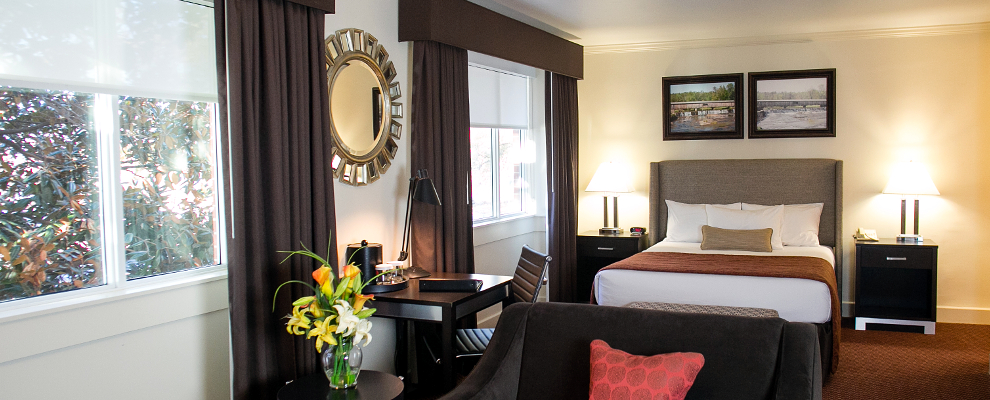 The Regency Queen Suite at the UGA Hotel