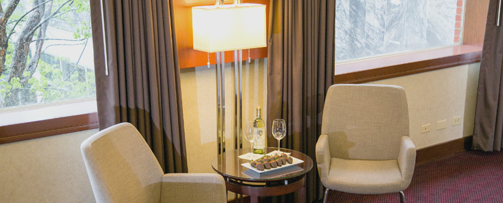 Plaza Queen Suite - Chairs with wine and chocolate-covered strawberries